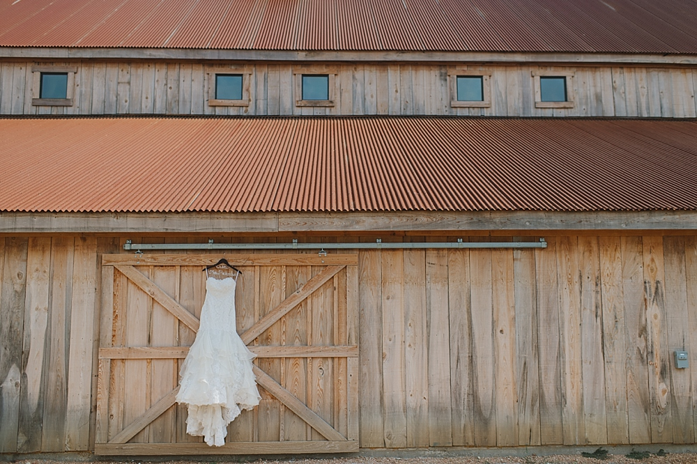 robert-katelyn-celina-barn-wedding-sixfourteen_0003.jpg